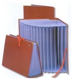 Clasificador acordeón alfanumérico de cartón forrado en Geltex rojo Fº Mariola